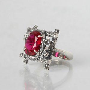 Сребърен пръстен с корунд