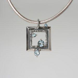 Медальон с топаз